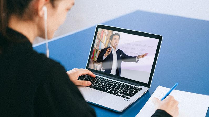 7 perangkat yang perlu disiapkan fasilitator dalam workshop dan seminar online